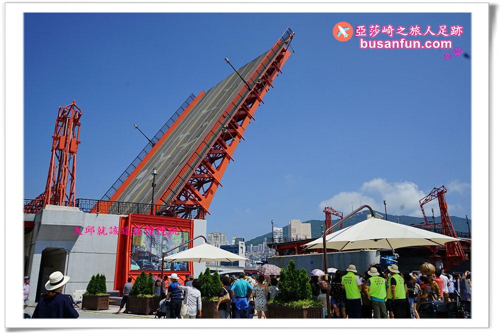 釜山南浦站景點》影島大橋每日14:00-14:15橋樑開合|順遊樂天百貨、樂天MART、光復路時尚街